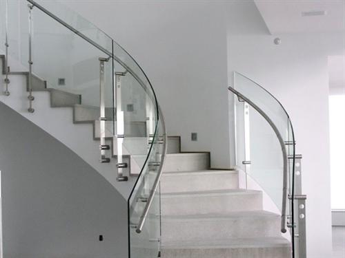 پله و هندریل شیشه ای