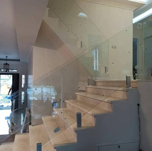 انواع هندریل شیشه ای (نرده شیشه ای)