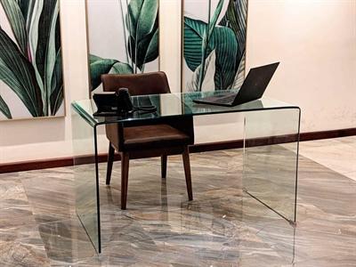 میز خم شیشه ای رنگی